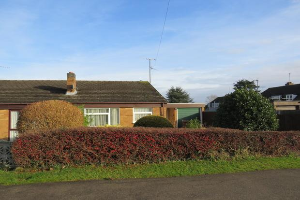 2 Bedrooms Bungalow for sale in Orchard Way, Duston, Northampton, NN5