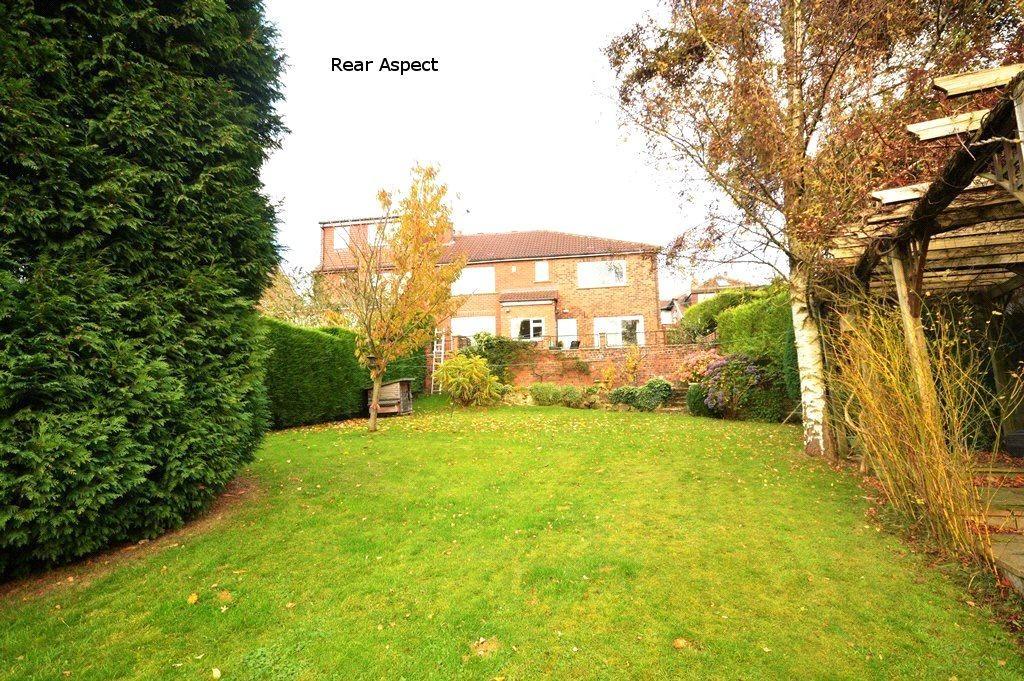 5 Bedrooms Semi Detached House for sale in Carr Bridge View, Cookridge, Leeds