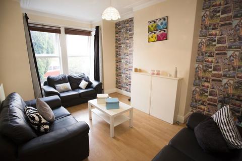 6 bedroom terraced house to rent - Ash Road, Headingley, Leeds, LS6 3HD