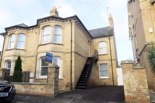 2 Bedrooms Ground Flat for sale in Woodstock Road, Taunton TA1