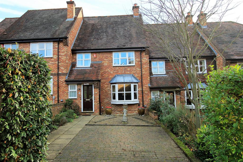 3 Bedrooms Terraced House for sale in Lodge Gardens , Harpenden , Hertfordshire , AL5 4JE