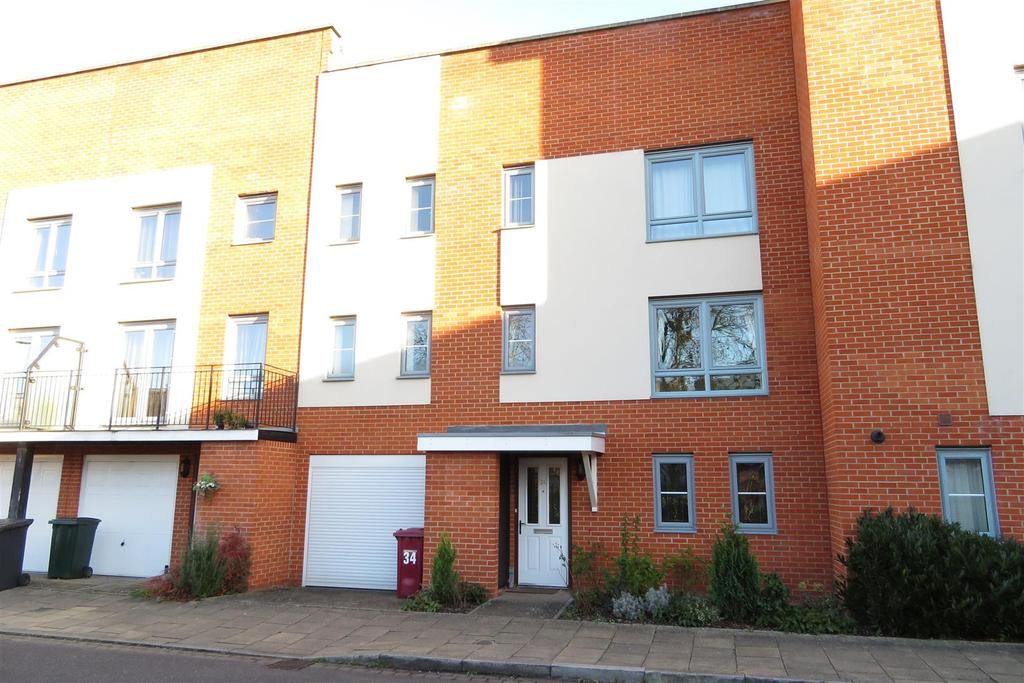 3 Bedrooms Terraced House for sale in Battle Square, Reading