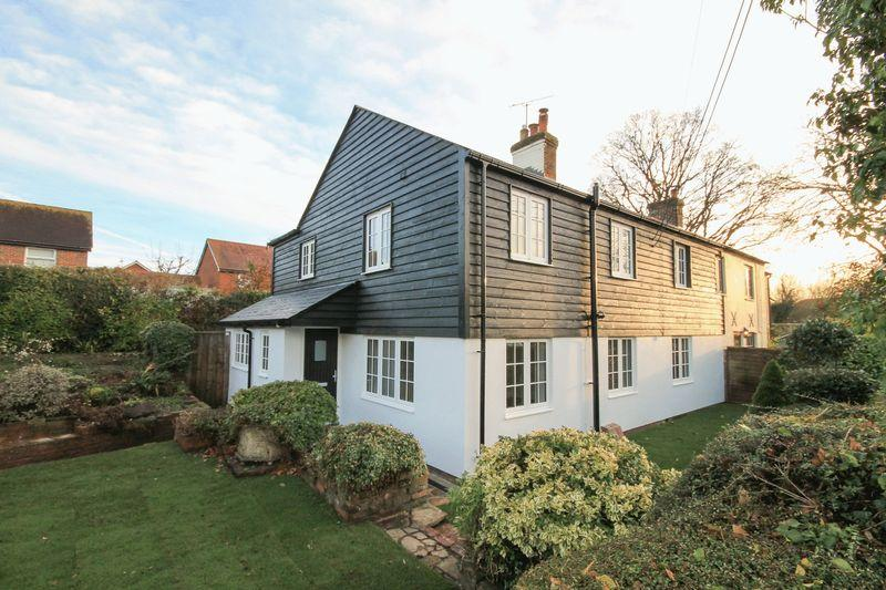 4 Bedrooms Semi Detached House for sale in Stane Street, Parbrook, Billingshurst