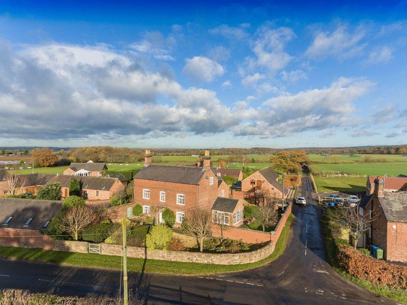 6 Bedrooms Detached House for sale in Pillaton, Penkridge, Stafford