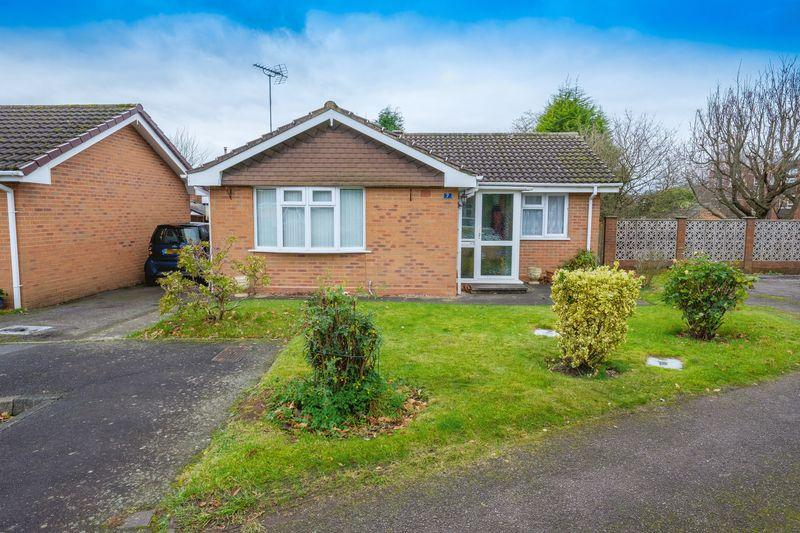 2 Bedrooms Detached Bungalow for sale in Kirton Grove, Tettenhall, Wolverhampton