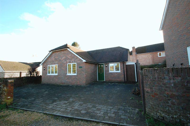 2 Bedrooms Bungalow for sale in Pulens Lane, Petersfield