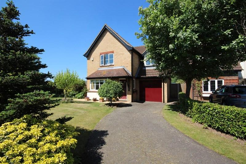 3 Bedrooms Detached House for sale in Meadow Close, Bexleyheath