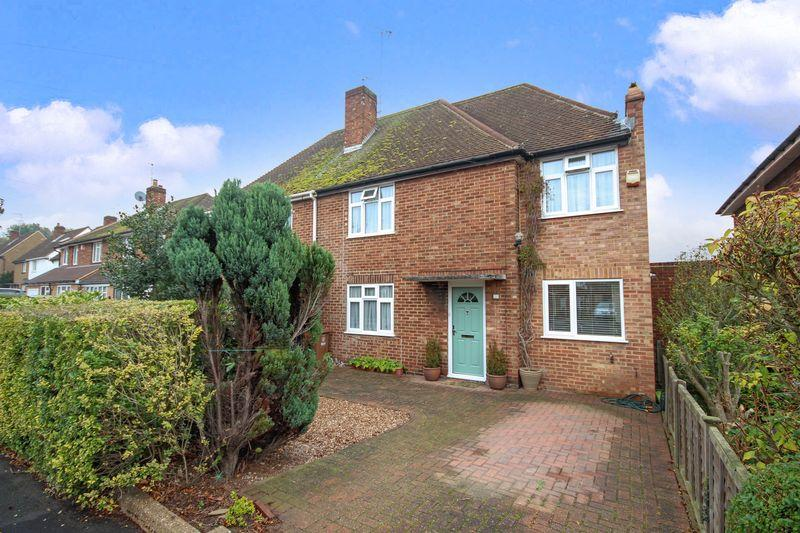 3 Bedrooms Semi Detached House for sale in Betterton Drive, Sidcup
