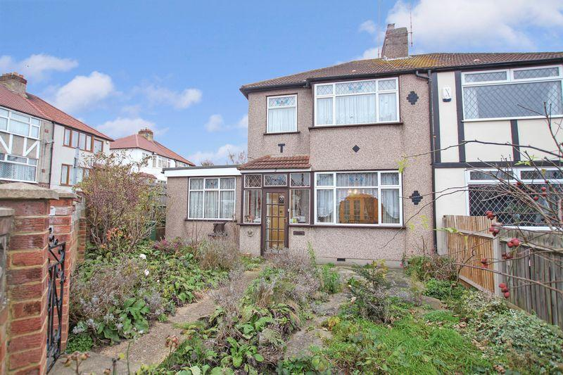 3 Bedrooms Semi Detached House for sale in Bexley Close, Crayford