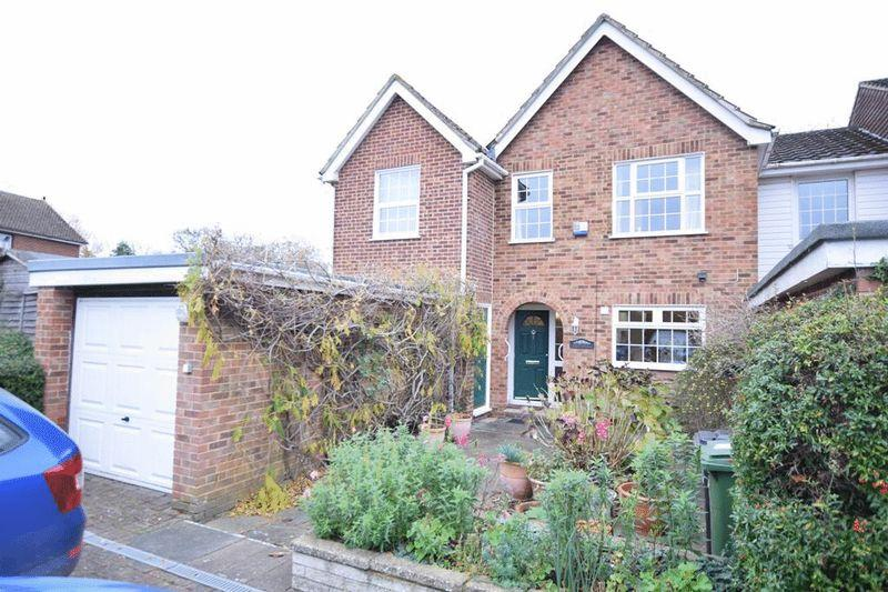 4 Bedrooms Mews House for sale in Staplers Court, Penenden Heath