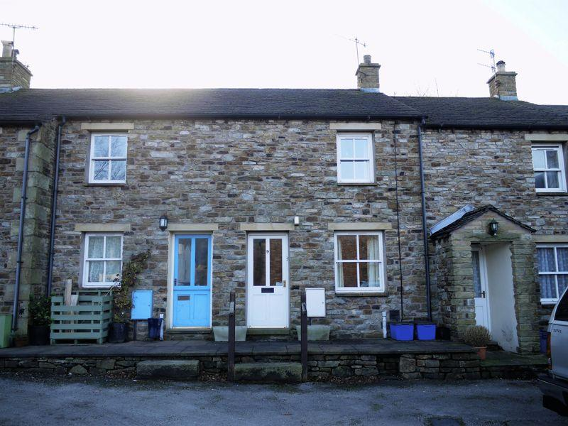 2 Bedrooms Cottage House for sale in 9 Ghyll Side, Sedbergh