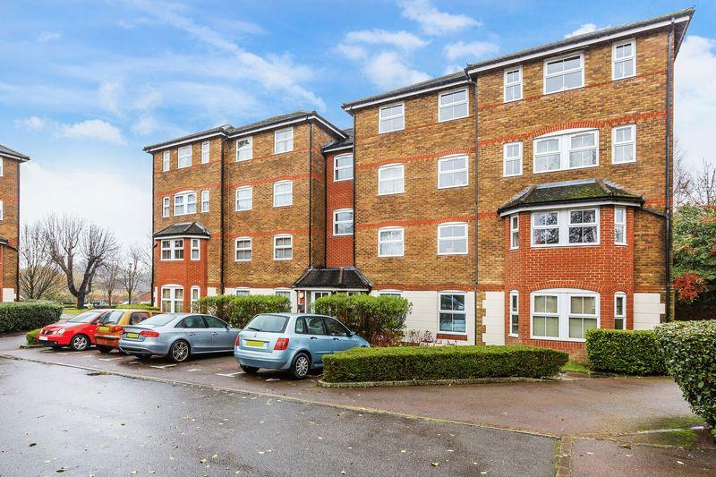 2 Bedrooms Apartment Flat for sale in Wingate Court, Aldershot