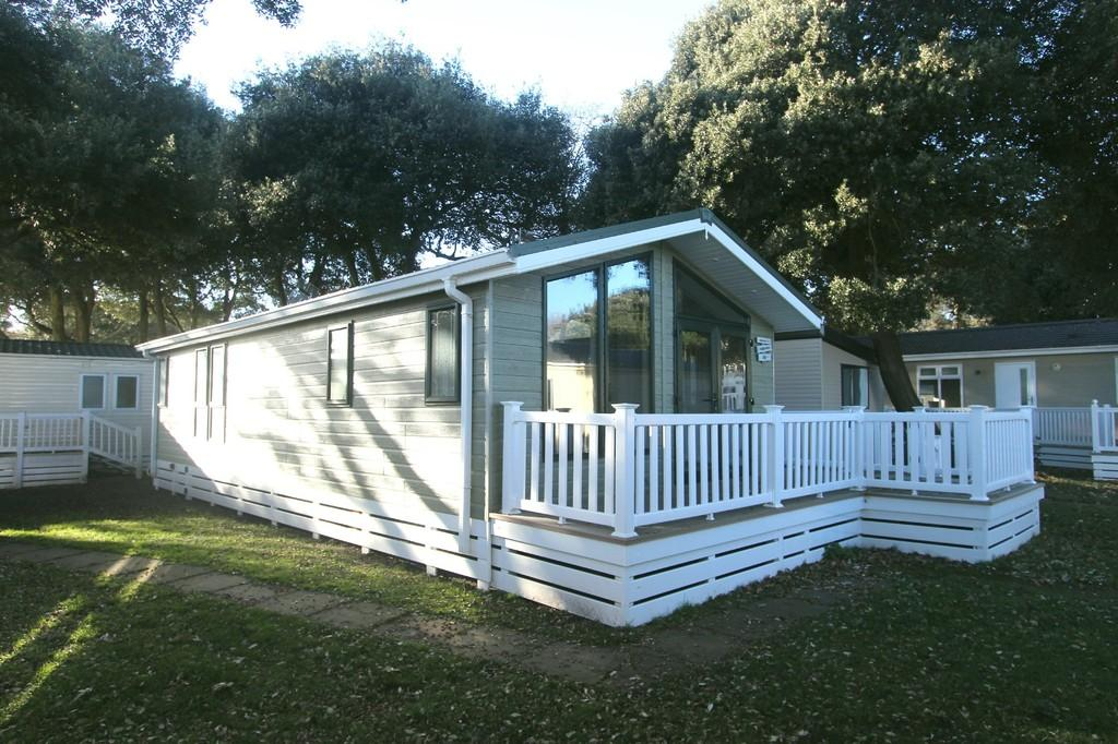 2 Bedrooms Mobile Home for sale in MUDEFORD BEACH