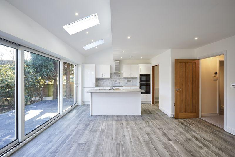 4 Bedrooms Detached House for sale in Linforth Drive, Sutton Coldfield