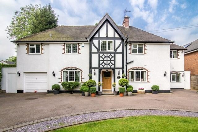 5 Bedrooms Detached House for sale in Weeford Road, Four Oaks, Sutton Coldfield