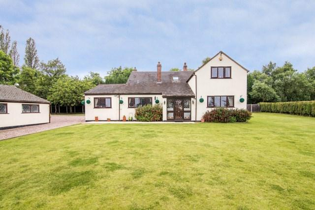 5 Bedrooms Detached House for sale in Little Aston Road, Aldridge
