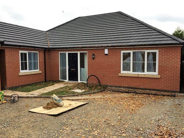 3 Bedrooms Bungalow for sale in School Lane,