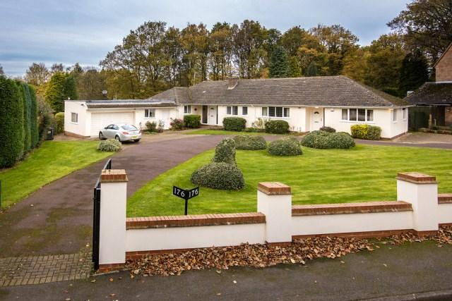 4 Bedrooms Detached Bungalow for sale in Tamworth Road, Four Oaks, Sutton Coldfield