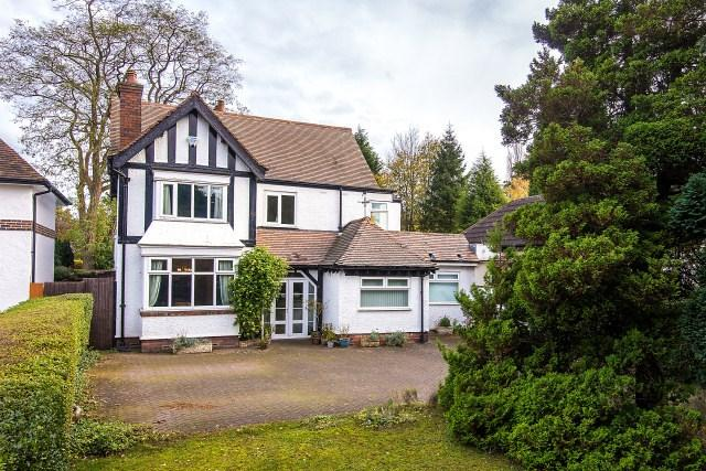 5 Bedrooms Detached House for sale in 105 Birmingham Road, Sutton Coldfield