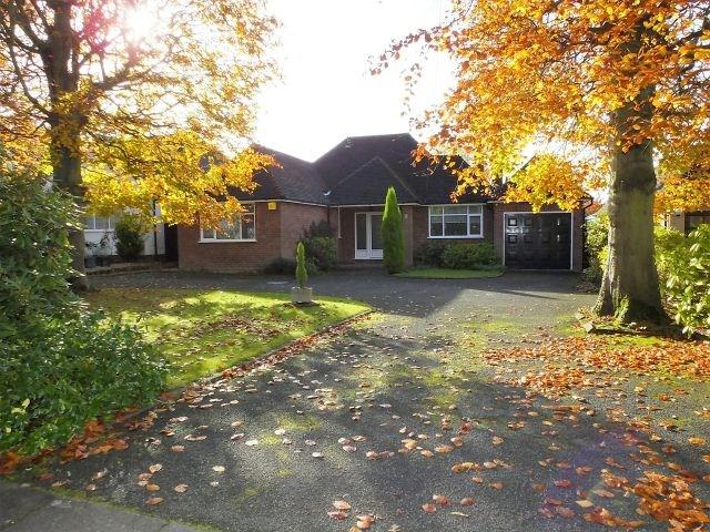 3 Bedrooms Detached Bungalow for sale in Walsall Road,Four Oaks, Sutton Coldfield