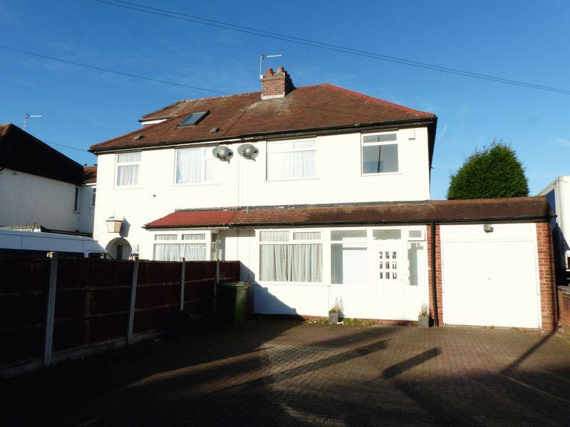 3 Bedrooms Semi Detached House for sale in Bridle Lane, Streetly