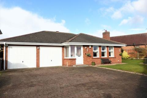 2 bedroom detached bungalow for sale - Greenacres, Sutton Coldfield