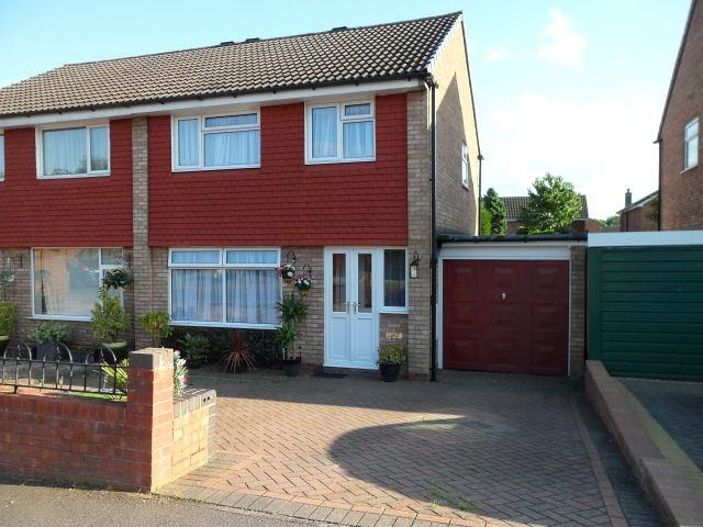 3 Bedrooms Semi Detached House for sale in Dovebridge Close, Sutton Coldfield