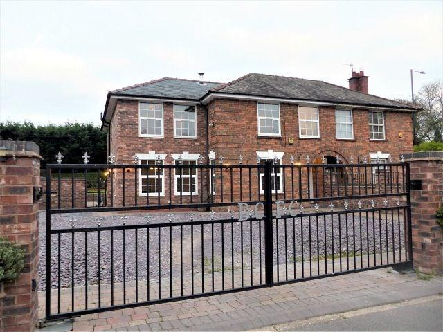 5 Bedrooms Semi Detached House for sale in Sutton Square, Minworth