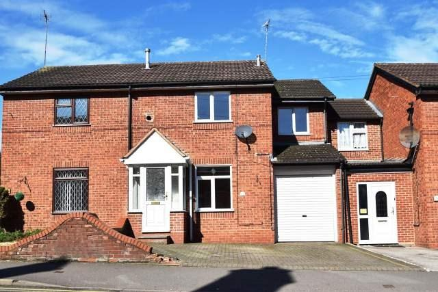 3 Bedrooms Terraced House for sale in Station Street, Cheslyn Hay