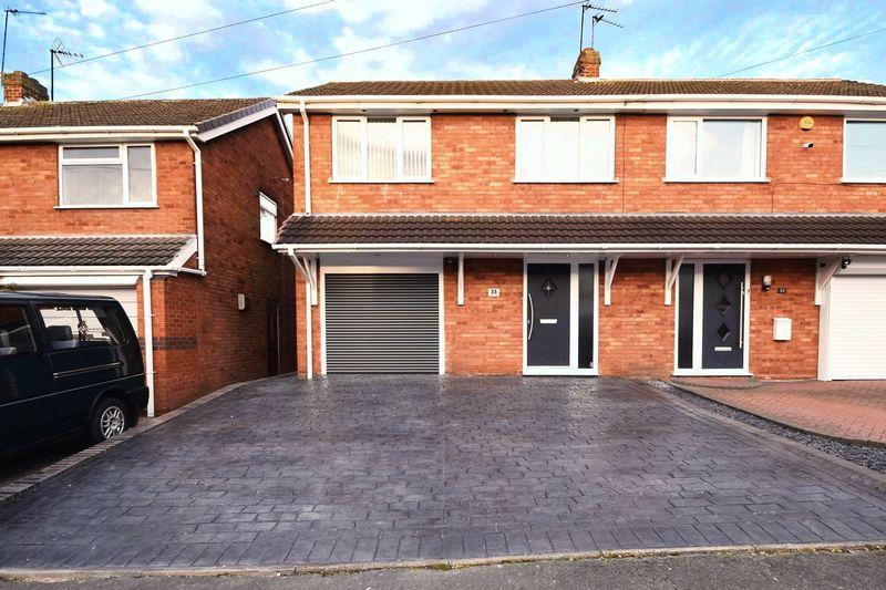 4 Bedrooms Semi Detached House for sale in Hawthorne Road, Cheslyn Hay