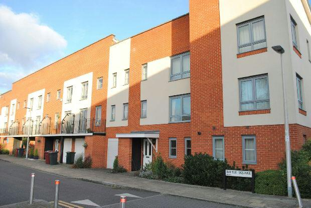 3 Bedrooms Terraced House for sale in Battle Square, West Reading, RG30 1AL