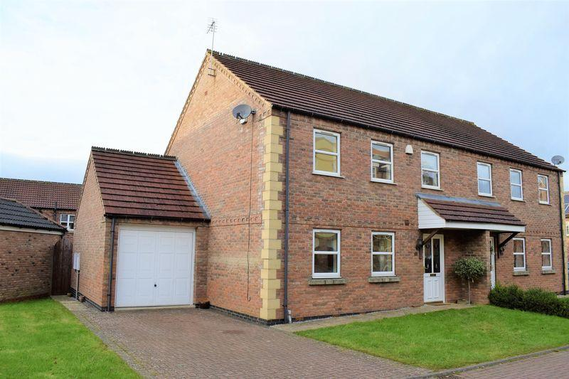 3 Bedrooms Semi Detached House for sale in Millers Close, Gainsborough