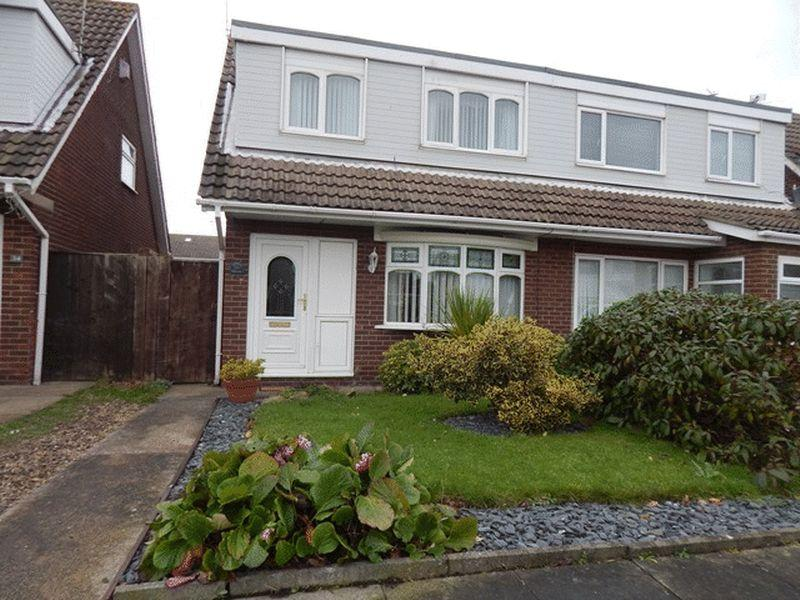 3 Bedrooms Semi Detached House for sale in Appledore Road, South Beach, Blyth