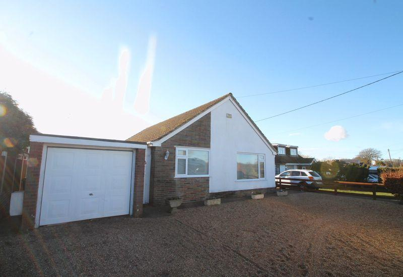 3 Bedrooms Bungalow for sale in Acrise, Folkestone
