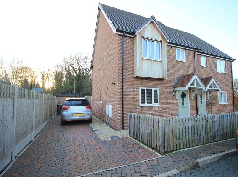 3 Bedrooms Semi Detached House for sale in Wingate Way, Oswestry