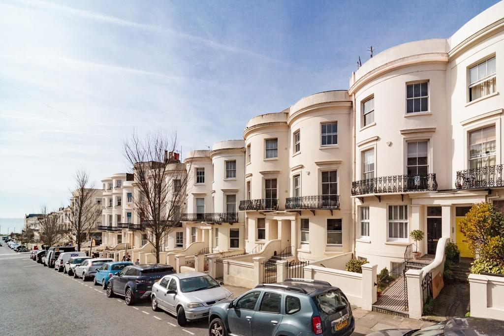 3 Bedrooms Maisonette Flat for sale in Lansdowne Place, Hove, BN3