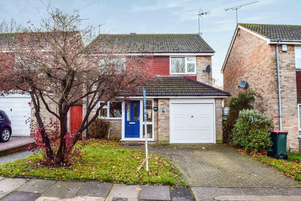 4 Bedrooms Detached House for sale in Balliol Close, Pound Hill