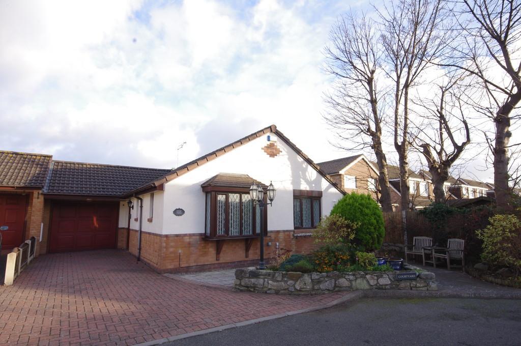 2 Bedrooms Semi Detached Bungalow for sale in Clos Pry Copyn, Prestatyn