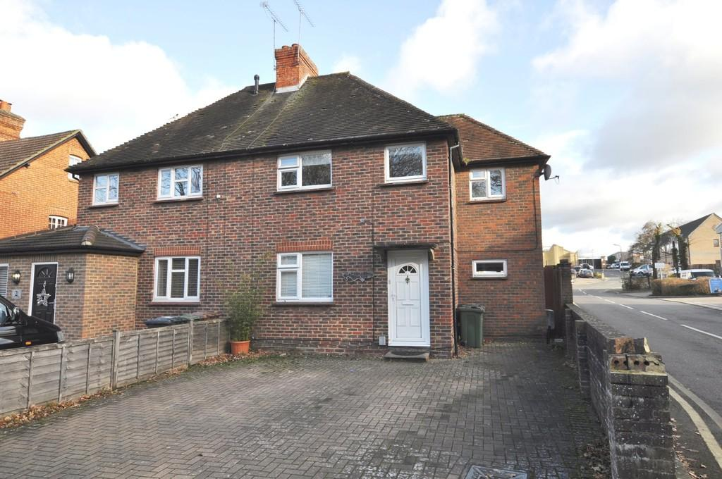 3 Bedrooms Semi Detached House for sale in Merrow Lane, Guildford