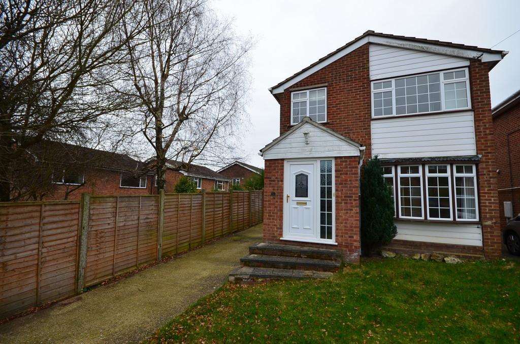 3 Bedrooms Detached House for sale in Rushden Way, Farnham