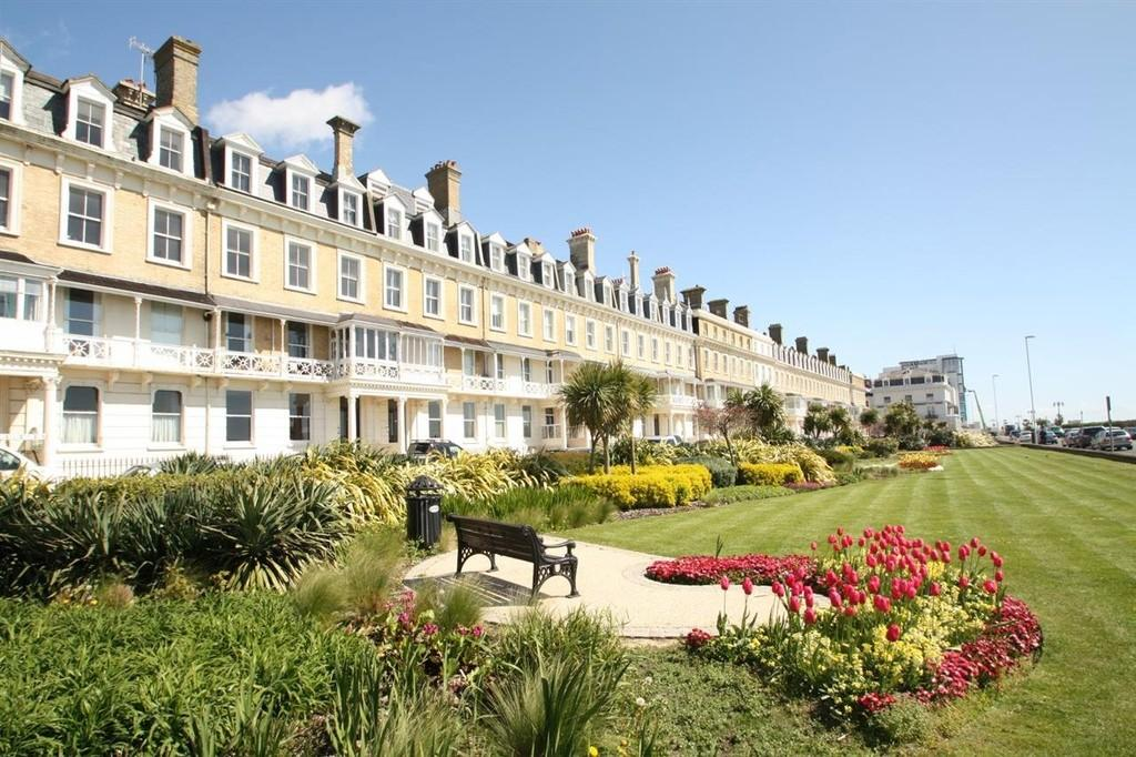 2 Bedrooms Apartment Flat for sale in Heene Terrace, Worthing BN11 3NR