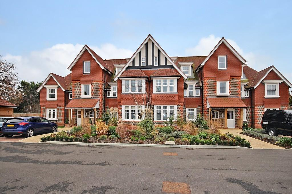 2 Bedrooms Apartment Flat for sale in Hurst Grange, Parkfield Road, Tarring BN13 1EN