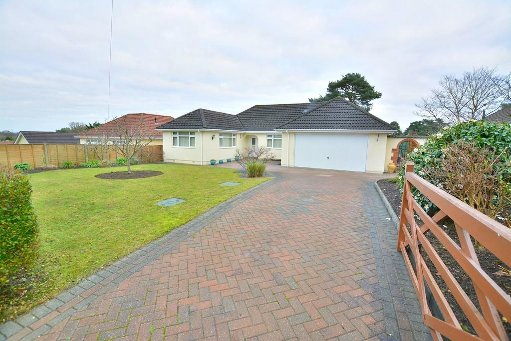 3 Bedrooms Detached Bungalow for sale in Pine Glen Avenue, Ferndown