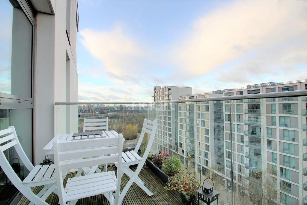 2 Bedrooms Flat for sale in Tayberry House, Stratford, London, E20
