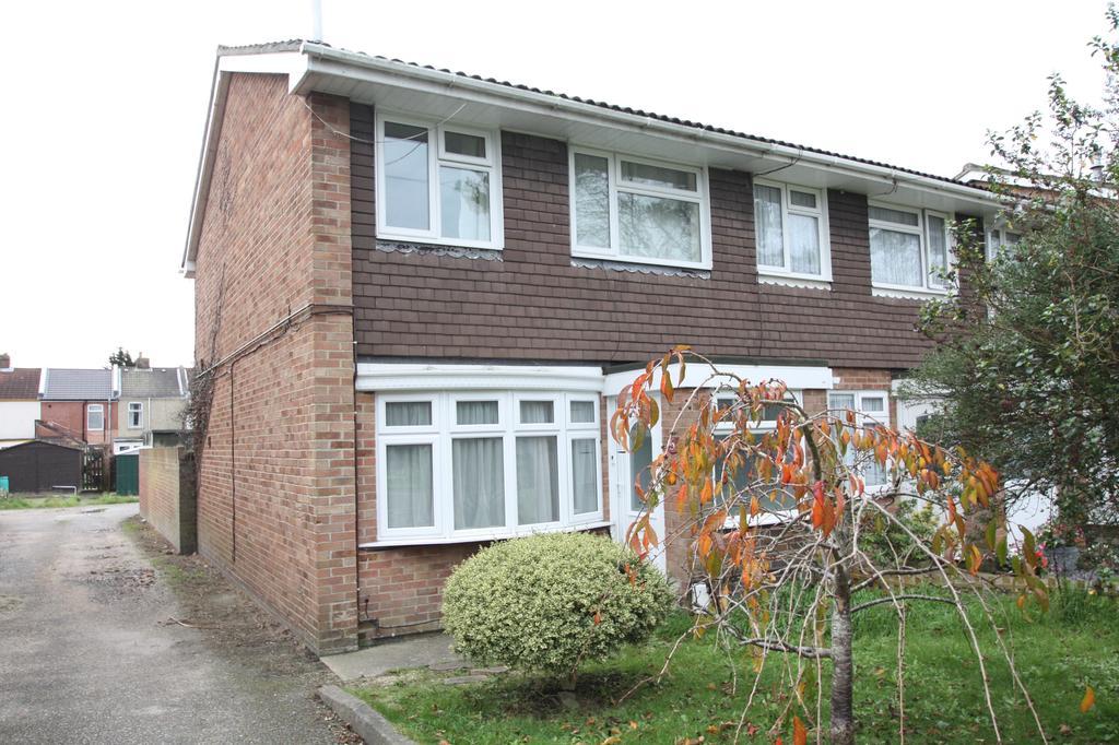 3 Bedrooms End Of Terrace House for rent in Wilmott Lane, Gosport PO12