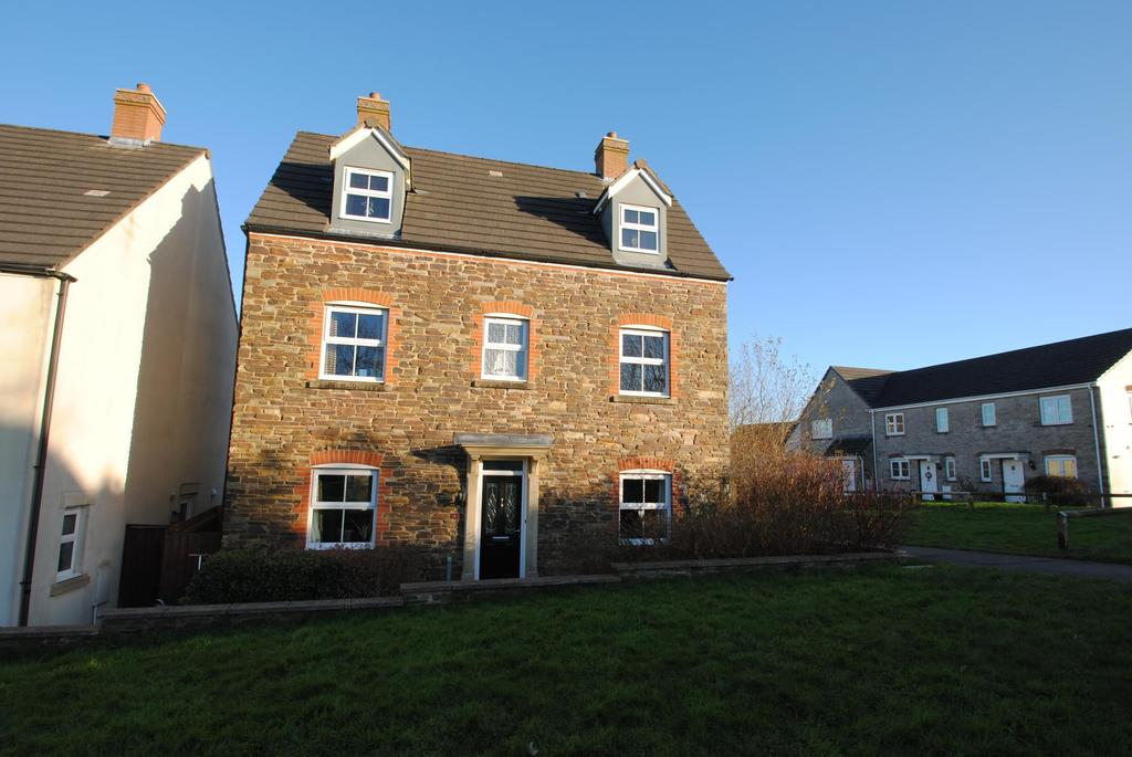 4 Bedrooms Detached House for sale in Stourscombe Walk, Launceston
