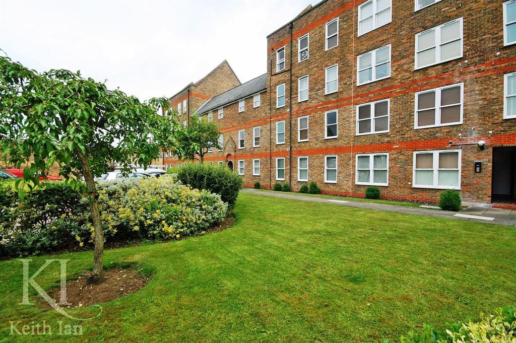 2 Bedrooms Apartment Flat for sale in Millacres, Station Road, Ware