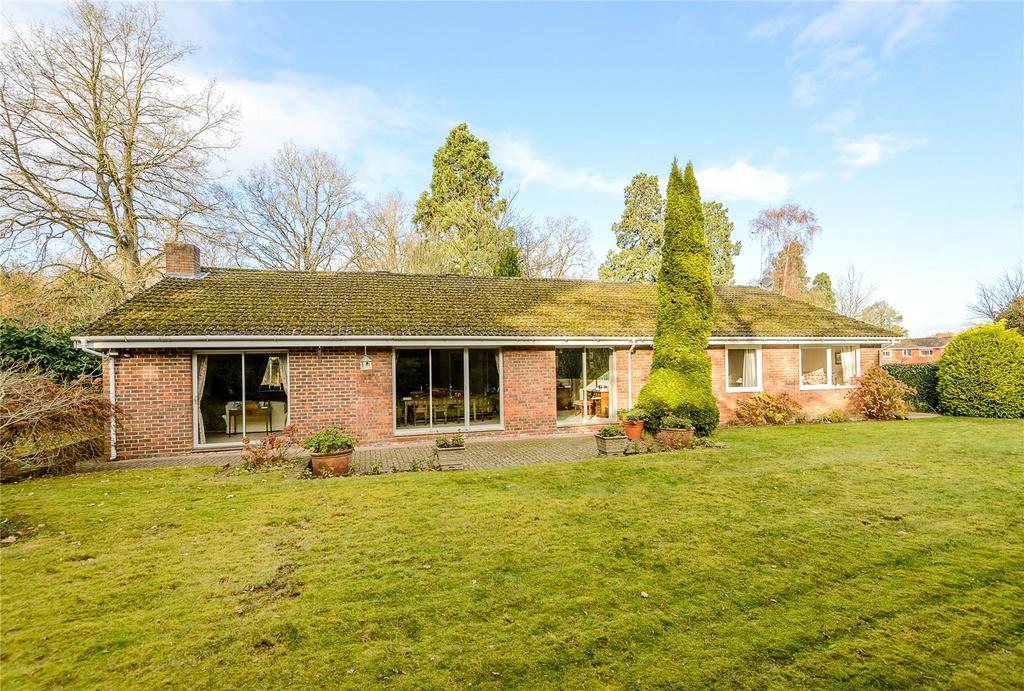 4 Bedrooms Detached Bungalow for sale in Huntsmans Meadow, Ascot, Berkshire
