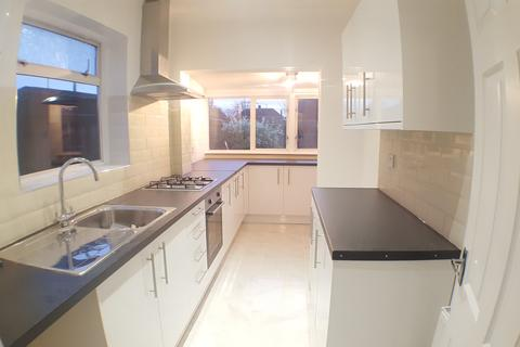 4 bedroom end of terrace house to rent - Fourth Avenue, Romford RM7
