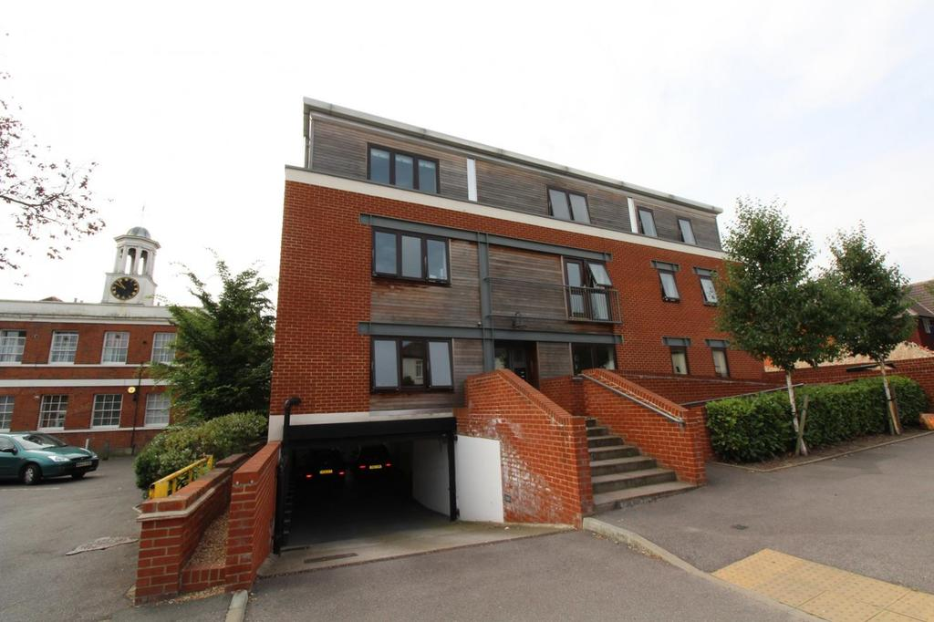 2 Bedrooms Apartment Flat for sale in St. Marys Lane, Upminster, Essex, RM14